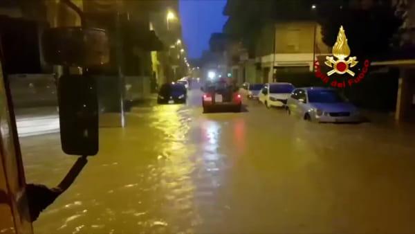 Maltempo, le strade di Soverato sommerse dall'acqua