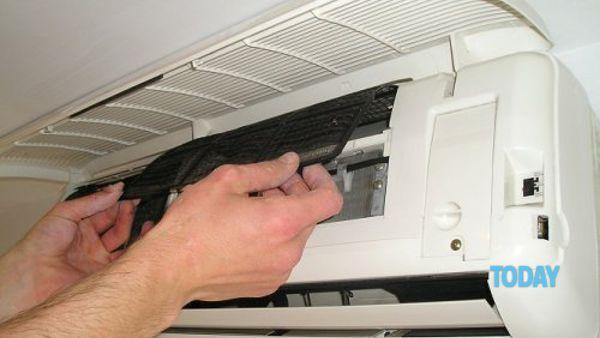 Trucchi e consigli per pulire e disinfettare il condizionatore