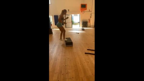 Così Ilary Blasi si allena in palestra: il suo segreto per restare in forma