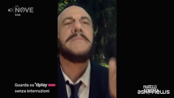 """Crozza-Salvini: """"Via il maiale dai tortellini, via i fondi russi dalla Lega"""""""