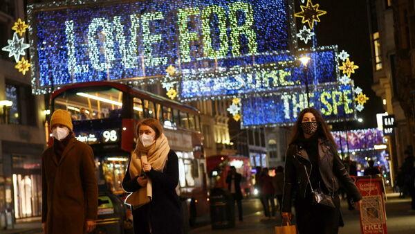 Luci natalizie a Oxford Street, Londra. Foto: ANSA/EPA/NEIL HALL