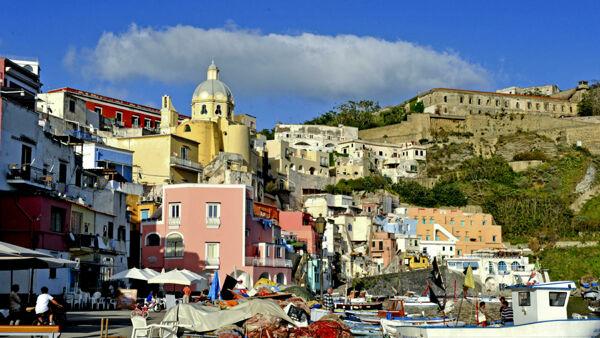 La prima isola covid free italiana e il piano del governo per tutte le altre