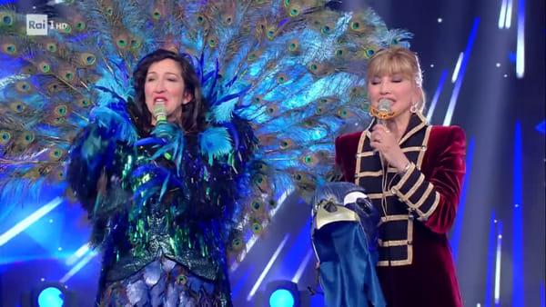Il Cantante Mascherato, il Pavone è Emanuela Aureli (VIDEO)