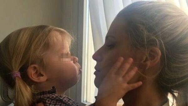 Michelle Hunziker compie gli anni, arriva il regalo delle figlie: il video della dolce sorpresa