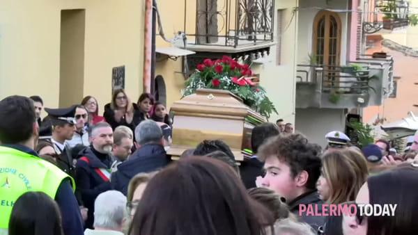"""I funerali di Ana, la ragazza uccisa a Partinico: """"Non la dimenticheremo"""""""