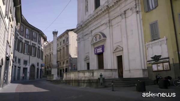 """Coronavirus, """"Bergamo soffre, cura e combatte"""". Il toccante video"""