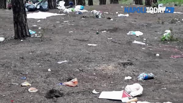 Pasquetta sul Vesuvio: bottiglie e piatti di plastica ovunque