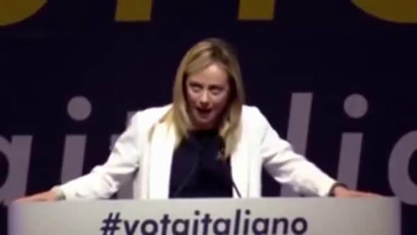 """Giorgia Meloni scatenata: """"Roma! È Rooooma la capitale d'Italia!"""" (video)"""