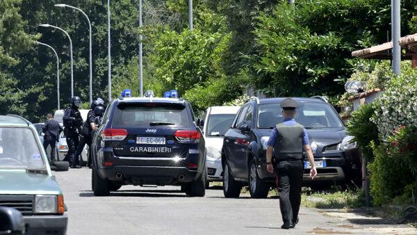 Spari in strada: uccisi due bambini e un anziano