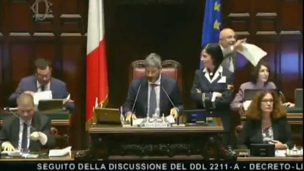 Proposta di matrimonio in diretta mentre la Camera discute sui terremotati