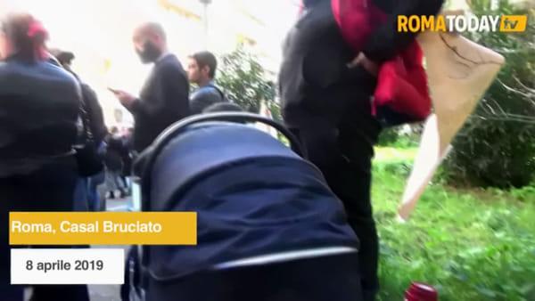 Roma, residenti impediscono l'assegnazione di una casa popolare a una famiglia rom