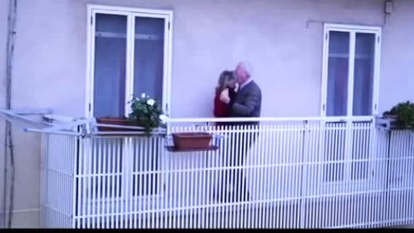 L'Italia canta sul balcone: probabilmente il più bel video del primo flashmob
