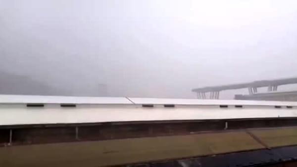 Genova, il video in diretta del crollo del ponte sull'autostrada A10