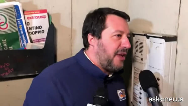 """Salvini citofona a un tunisino: """"Scusi, lei spaccia?"""""""