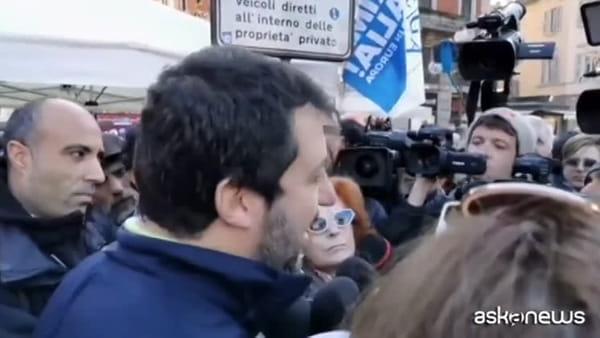Salvini a Raggi: è l'ultima a poter parlare, prima svuoti cestini