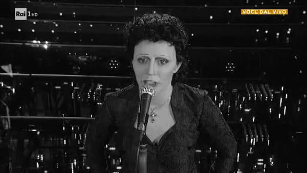 Tale e Quale Show, Lidia Schillaci incanta con Edith Piaf: l'esibizione emoziona i giudici (VIDEO)