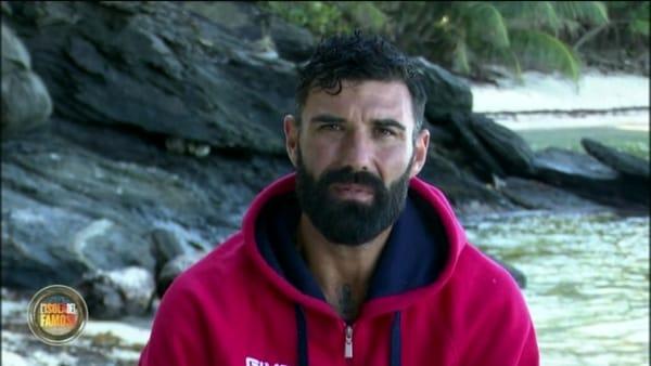 Isola dei Famosi, John Vitale lascia il programma: il messaggio (indiretto) per Barbara d'Urso