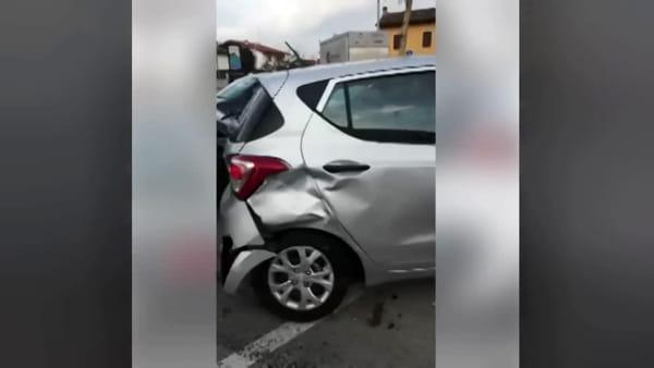 80enne esce dal Bingo e distrugge sette auto