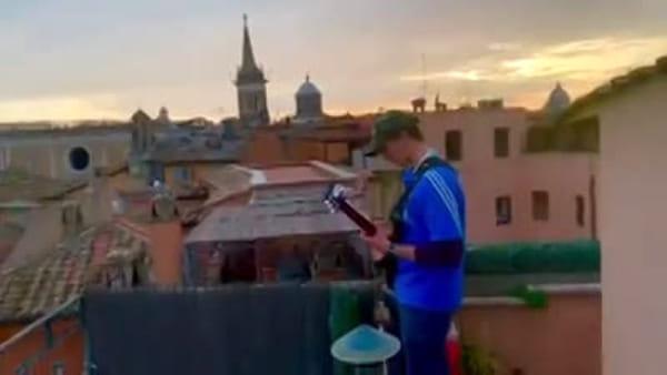 Coronavirus, le note di Ennio Morricone risuonano in una deserta Piazza Navona