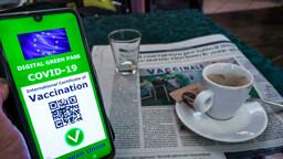 La stretta per il rientro dalle vacanze: green pass obbligatorio su treni, navi e aerei?