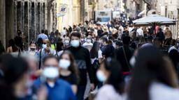 """Stop alle mascherine all'aperto, Speranza dopo il parere del Cts: """"Via dal 28 giugno"""""""