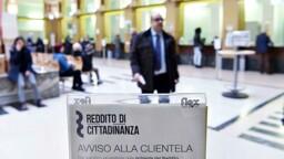 """Reddito di cittadinanza: le carte """"multiple"""" e il limite al prelievo di contanti"""