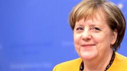 """Finisce l'era Merkel: l'eredità dei 16 anni al governo della """"cancelliera eterna"""""""