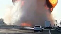 Inferno in A1, autocisterna prende fuoco dopo l'incidente: due morti