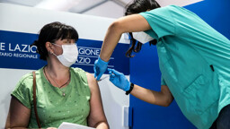 Coronavirus, il bollettino di sabato 16 ottobre 2021: 2.983 nuovi casi e 14 morti