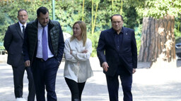 """Berlusconi show: """"Io professore in cattedra, Meloni e Salvini allievi"""""""