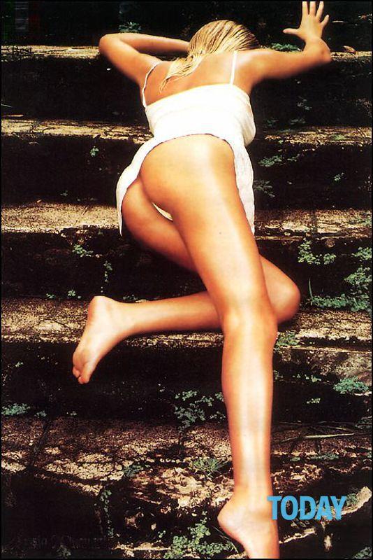 Alessia Marcuzzi Calendario.Alessia Marcuzzi Nuda Agli Esordi