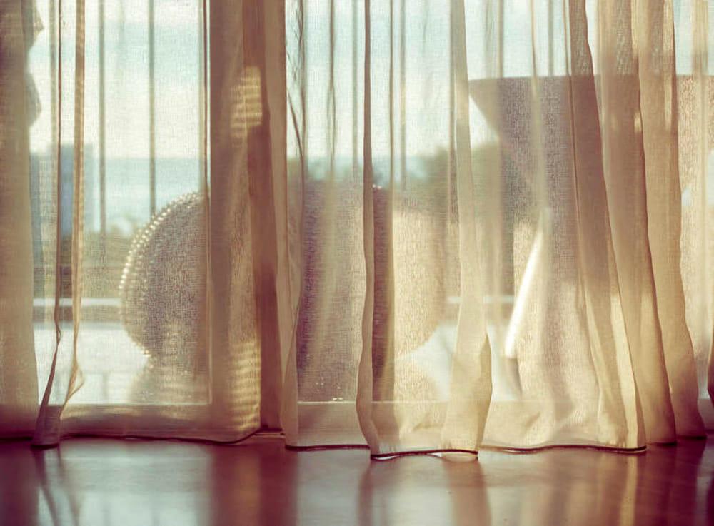 Tende da interni: consigli e idee per rendere armoniosa ogni stanza