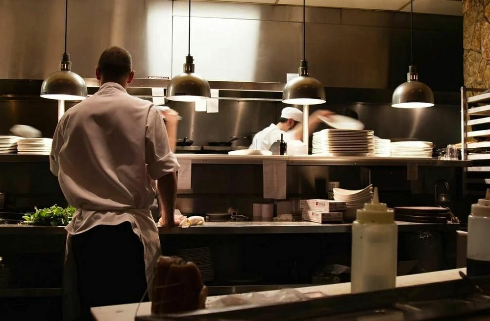 Lavoro, l'Italia riparte con le aperture. Le nuove sfide di un mercato ancora incerto