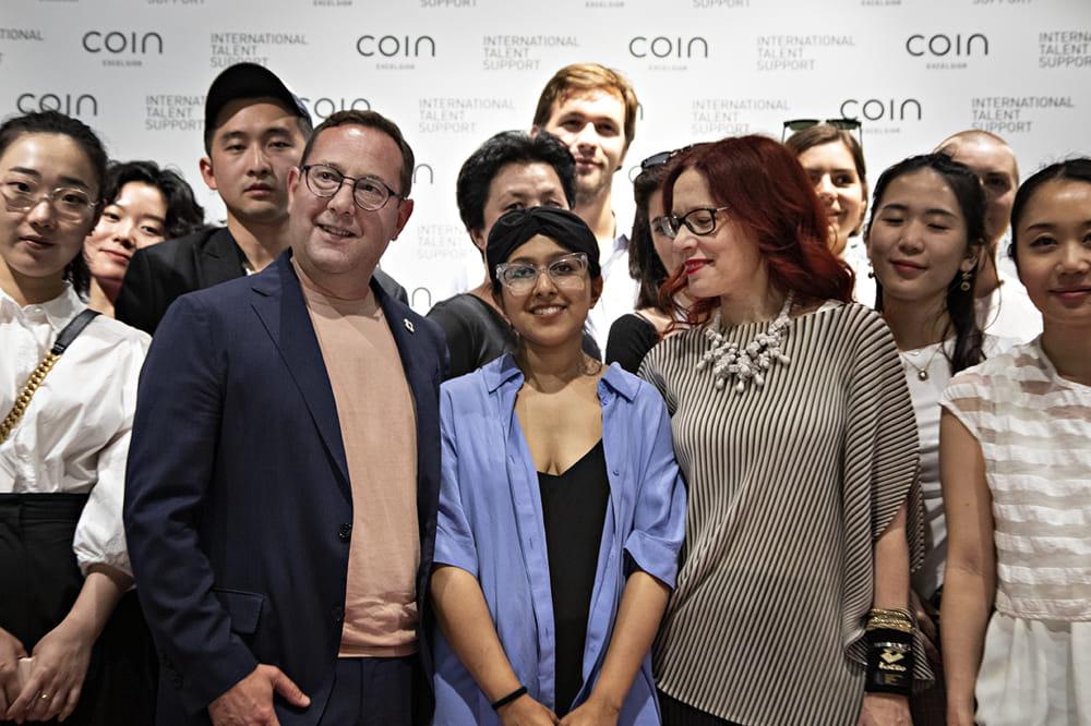 super popular c082d a8ca8 Moda e nuovi talenti, Moon Hussain vince il premio Coin ...