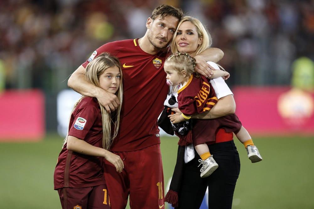 Картинки футболисты с женами