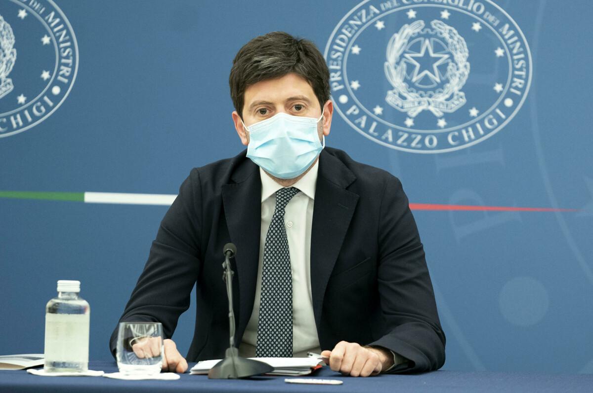 Coronavirus, il bollettino di oggi venerdì 9 luglio: risale l'indice Rt, 226 nuovi casi in Campania