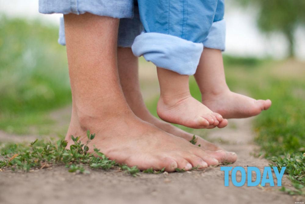 Camminare scalzi in casa fa bene alla salute: ecco perché