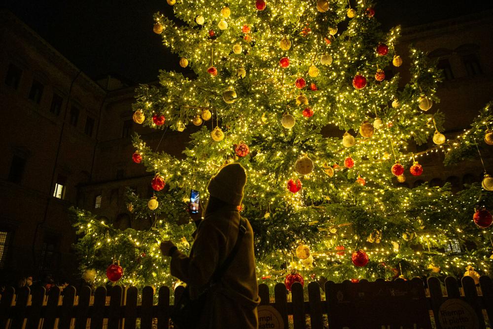 Frasi Per Auguri Di Natale Divertenti.Auguri Di Buon Anno 2021 Frasi Divertenti E Originali Da Inviare Su Whatsapp Ad Amici E Parenti