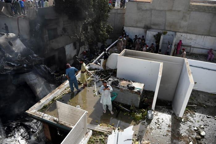 Karachi, Pakistan, 22 maggio 2020. Il disastro del PIA Airbus A-320 foto Epa 2