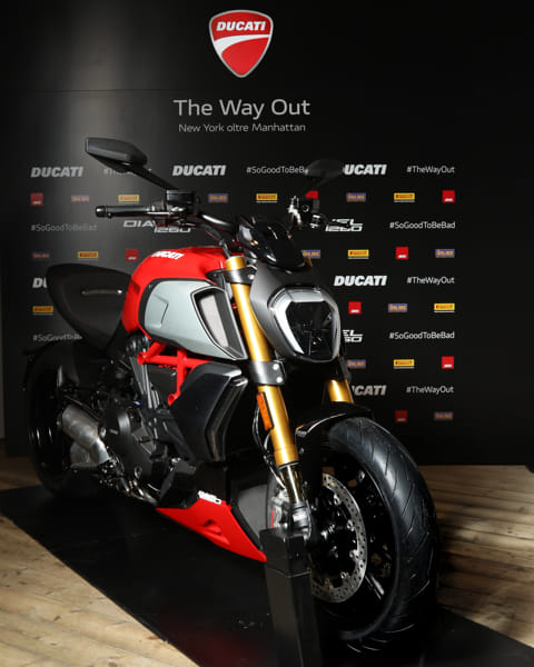 Diavel_1260_The_Way_Out_1_UC124773_High-2