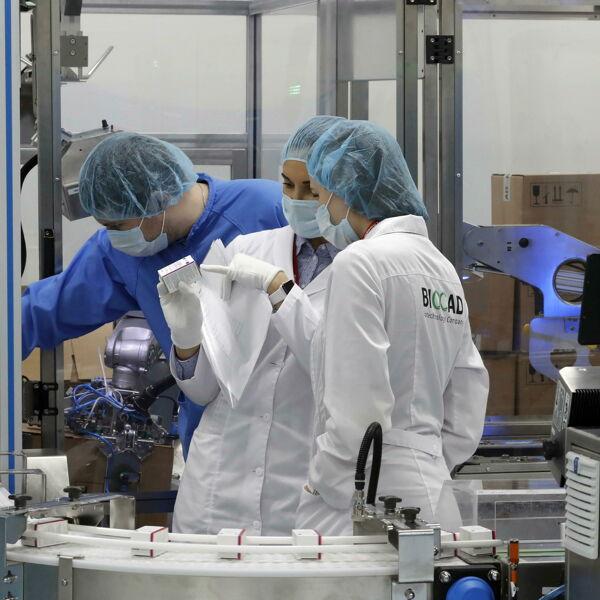 L'Ue compra i monoclonali contro il Covid prodotti in Italia: siglato contratto con Gsk
