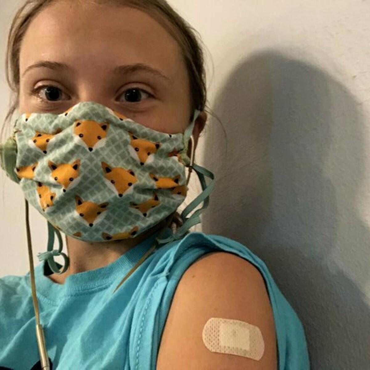 """Greta Thunberg posta la foto del vaccino: """"Sono privilegiata"""". E su Twitter l'attaccano"""