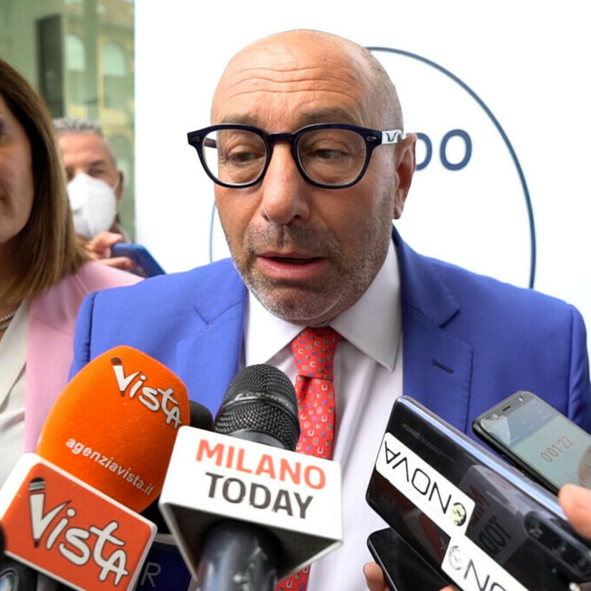 Il candidato sindaco di Milano che dice di andare in giro armato