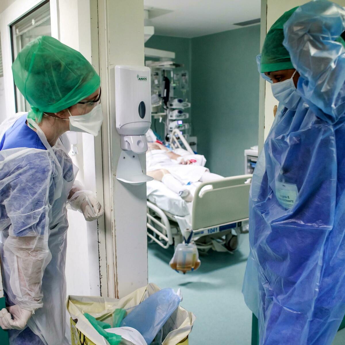 Parigi non fa sconti: oltre tremila operatori sanitari sospesi perché non vaccinati