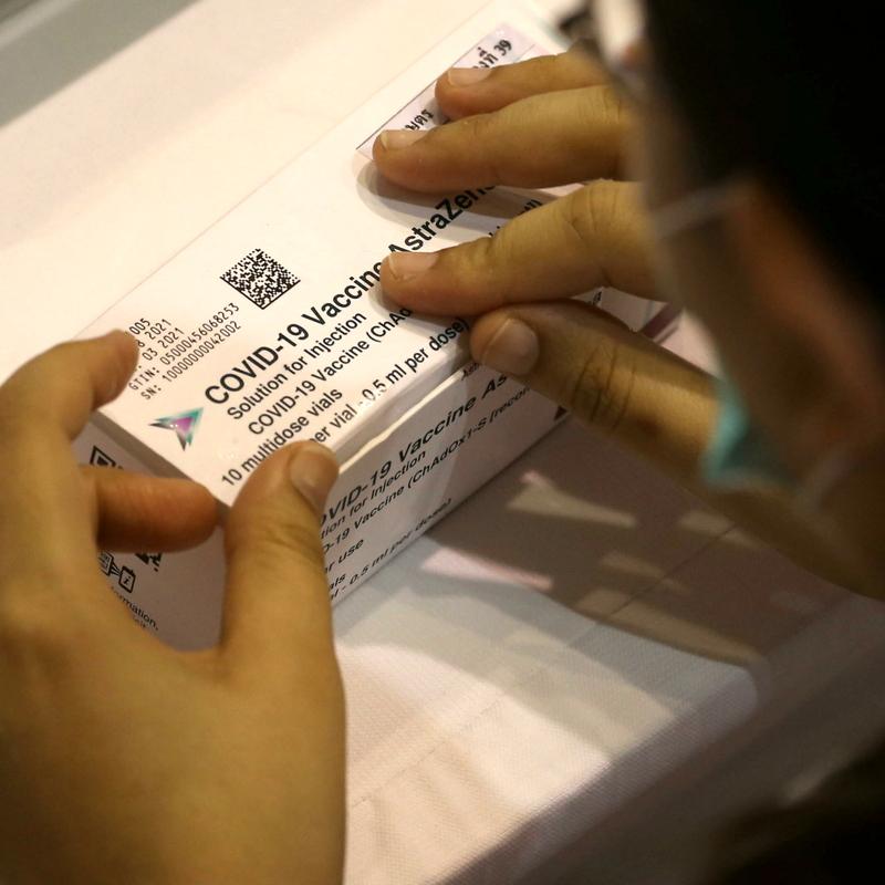 Dosi di AstraZeneca al posto di Pfizer: due ragazze di 23 anni se ne accorgono per caso
