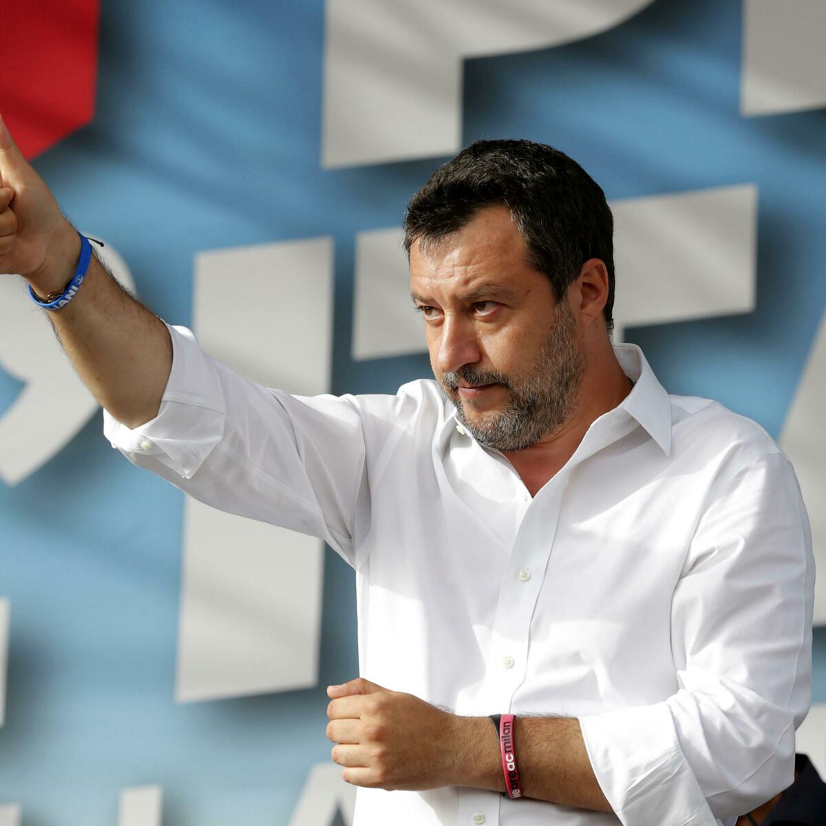 """Dalla piazza leghista Salvini rilancia l'unità del centrodestra: """"Basta gelosie"""". Ed è scontro con la magistratura"""