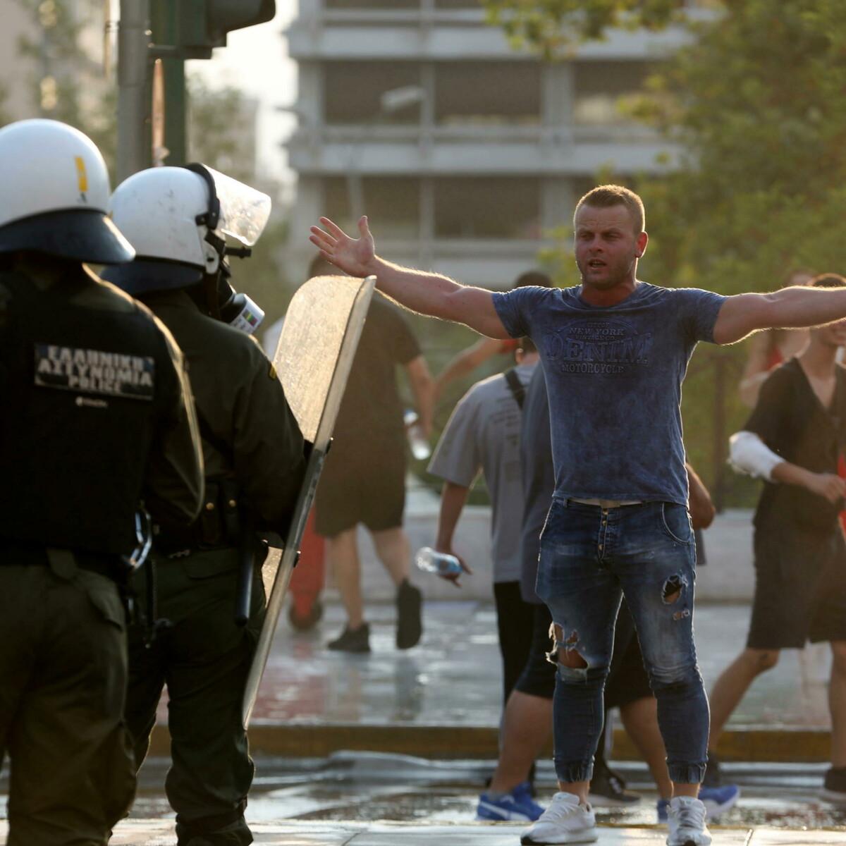 Ad Atene scontri con la polizia alla manifestazione contro il Green Pass nei ristoranti