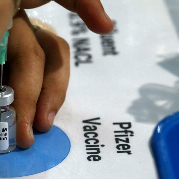 """La terza dose di vaccino, Pfizer: """"Aumento notevole della efficacia"""""""