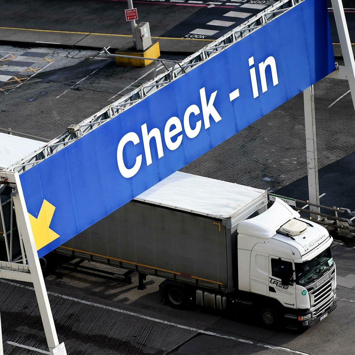 """""""Non vi tireremo fuori dalla m…a"""": la risposta al Regno Unito del sindacato dei camionisti olandesi"""