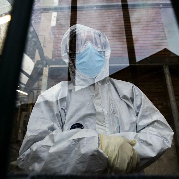 """L'uomo positivo al coronavirus per 305 giorni: """"Mia moglie ha iniziato i preparativi per il funerale cinque volte"""""""